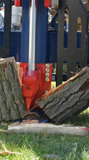 Iron & Oak Log splitter splitting a log in vertical position