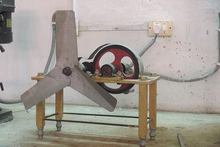 प्रशिक्षुओं द्वारा निर्मित हस्तचालित औसाई यंत्रI
