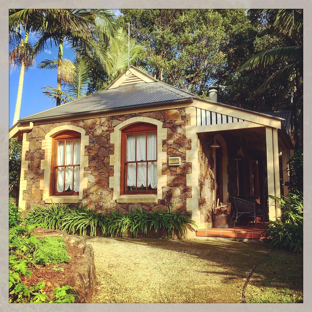 Victoria's at Ewingsdale Cottage Suite