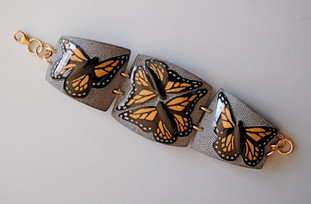 "BUFFALO HORN"", w/ carved Monarchs"