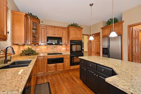 05_621ColeDr_177_Kitchen_HiRes.jpg