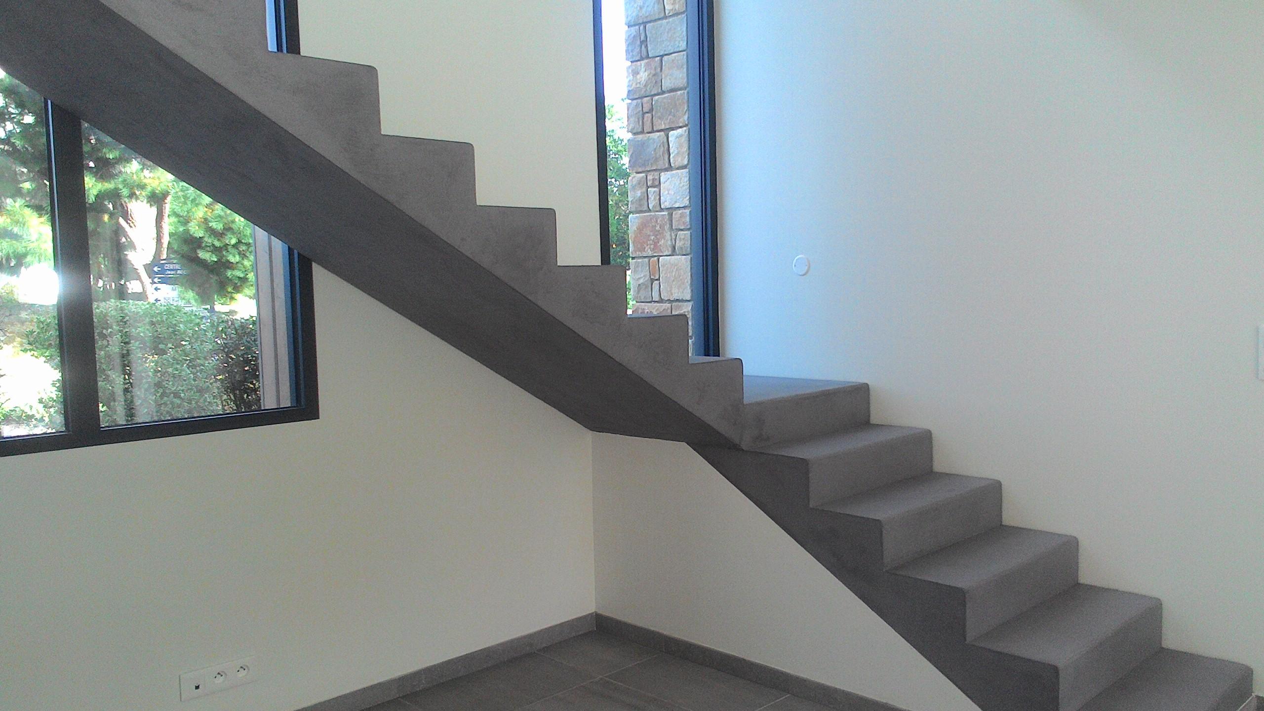 escalier beton ciré saint lunaire