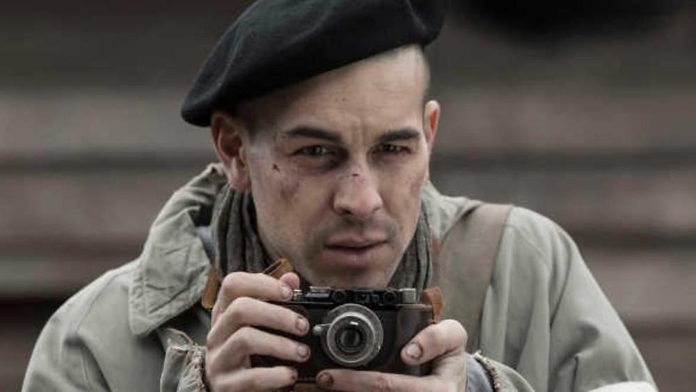 """In fotografia una scena del film """"il fotografo di Mauthausen"""". tratto da una storia vera, per non dimenticare"""
