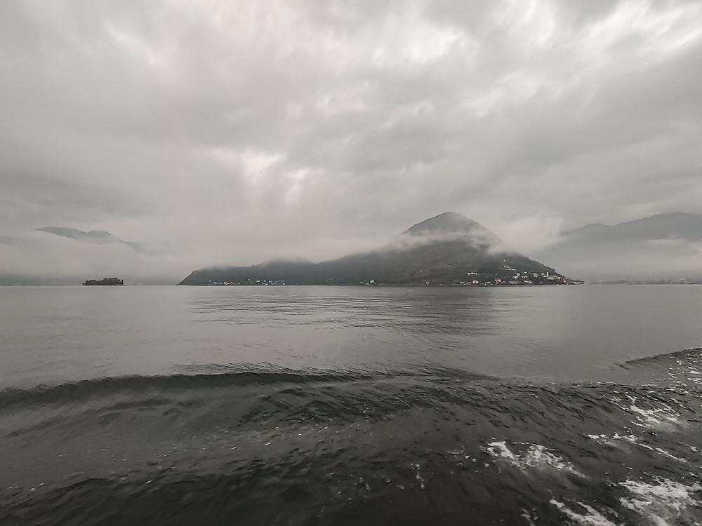 Attraversando il Lago d'Iseo per raggiungere Monte Isola. Foto by Gajjey Travel to be more