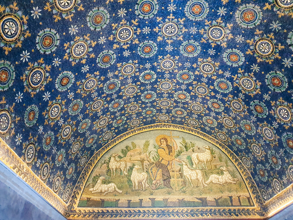 Navata d'entrata al Mausoleo di Galla Placidia, patrimonio dell'umanità. Ravenna.