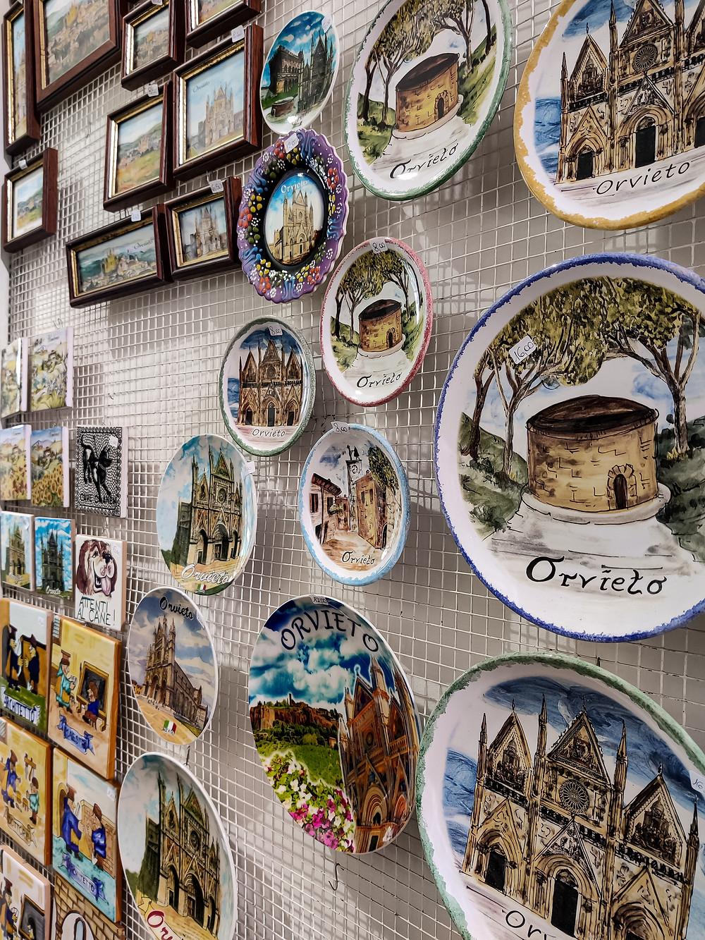 pannello di calamite in legno e ceramica, tipiche di Orvieto