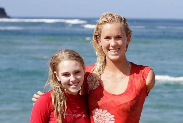 Fotografia presa dal web di Bethany Hamilton e di AnnaSophia Robb, l'attrice che la interpreta nel film soul surfer.
