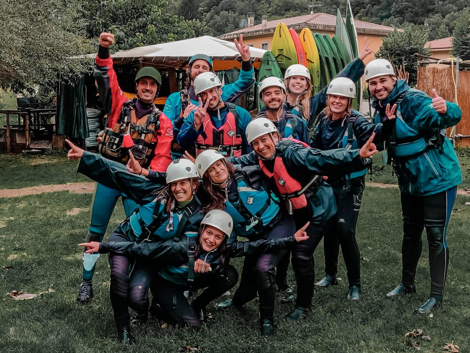 Foto di gruppo usciti dalle acque del fiume Nera, in Umbria. Rafting di gruppo! @gajjey