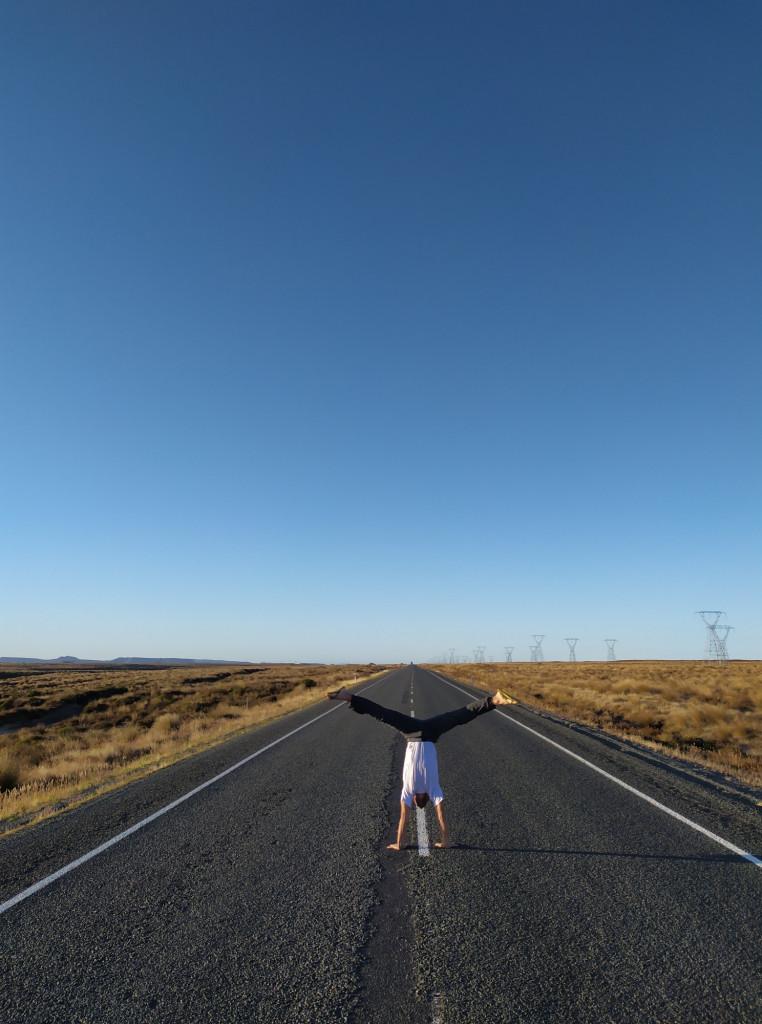 Un esempio delle strade in NZ, lunghe, facilmente attraversabili e ben tenute.