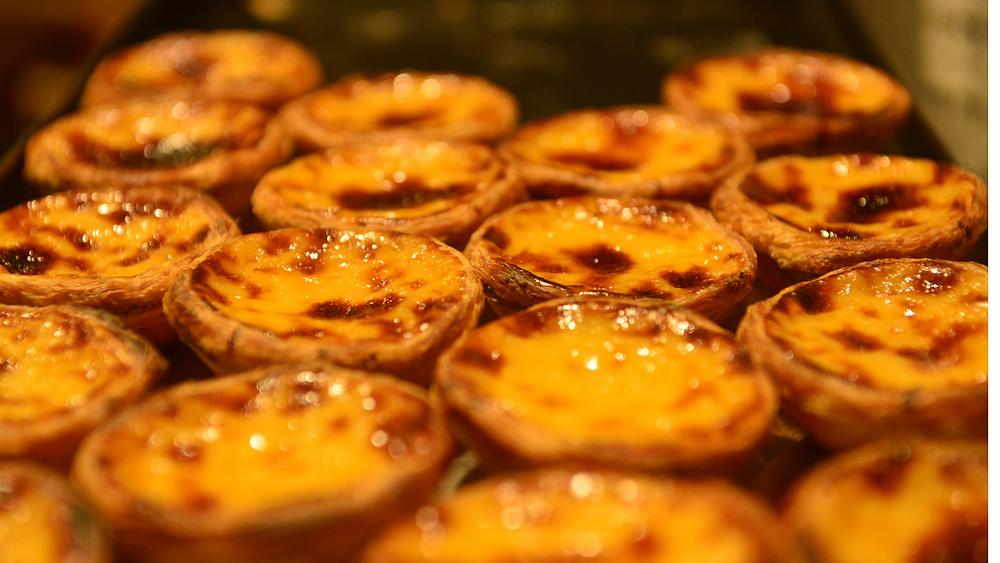 Teglia di tipici pasticcini Portoghesi, conosciuti come Pasteis de Nata. (Immagine presa dal web)