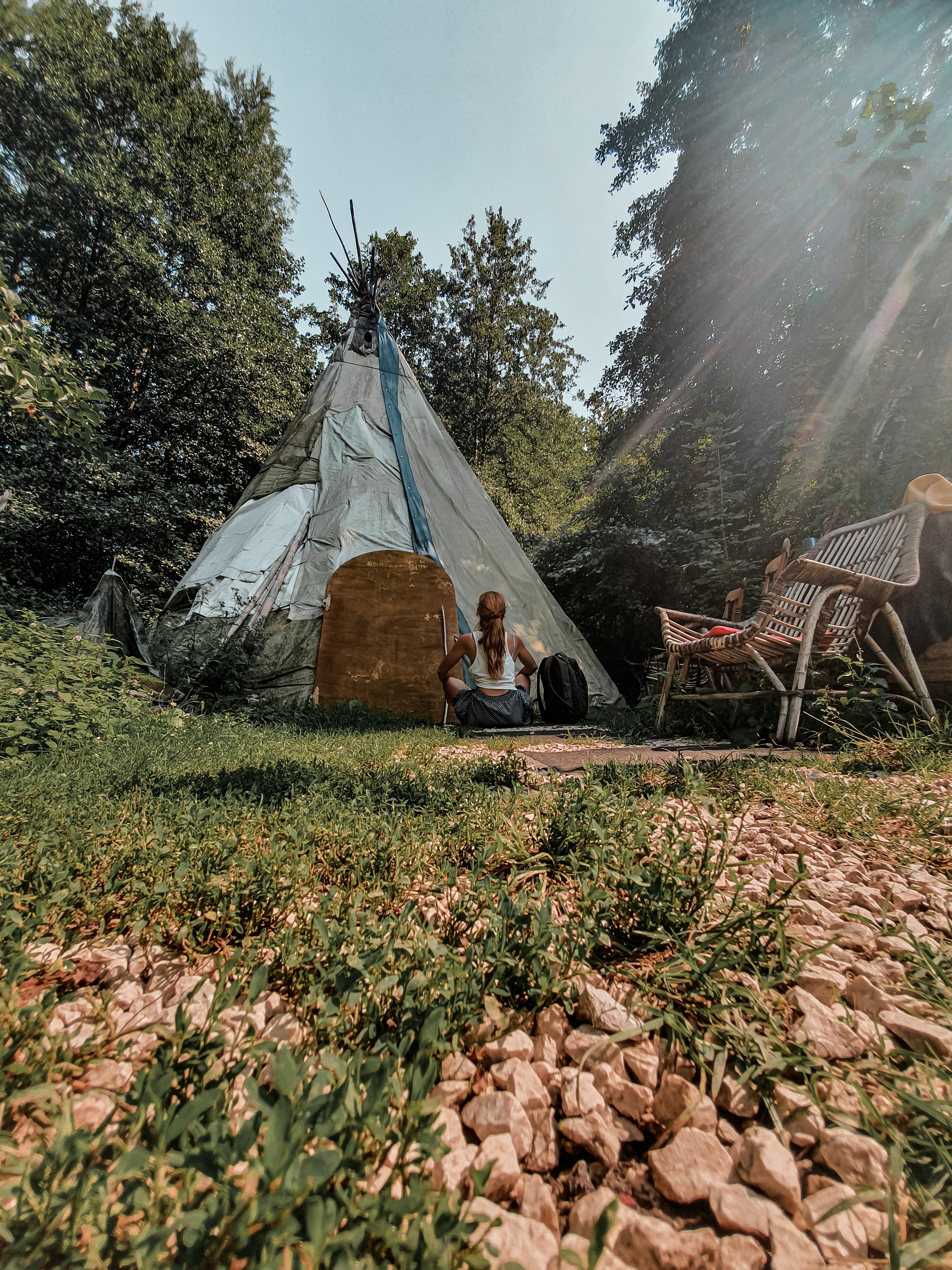 Eccomi seduta come una vera indiana davanti al Teepp di Meco, nel suo villaggio a Bagno di Romagna.