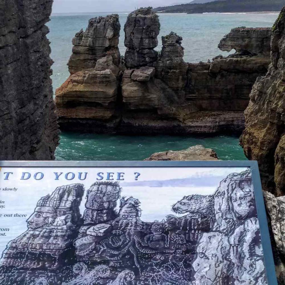 Vista delle rocce a con sembianza di volti a Pancake Rocks, Isola del Sud, Nuova Zelanda.