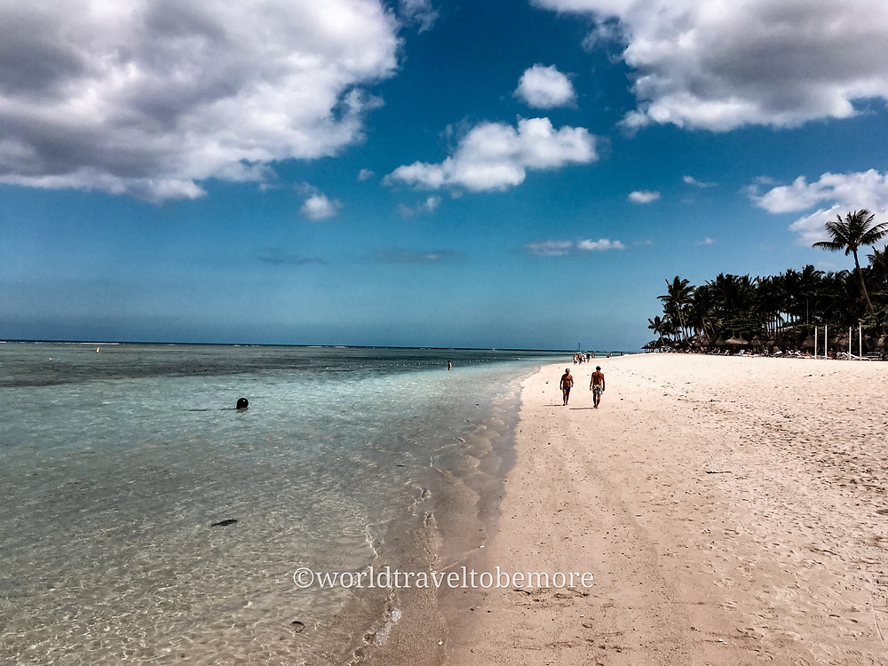 Spiaggia durante una giornata nuvolosa a Mauritius