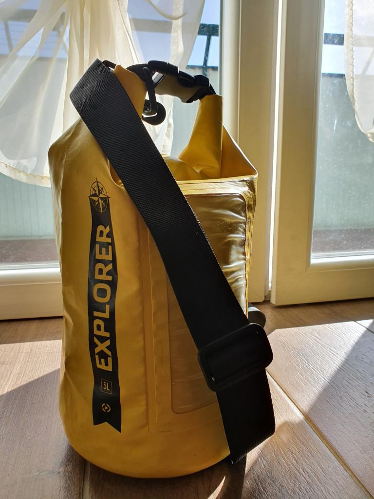 La mia sacca gialla impermeabile da viaggio, vi lascio il link nell'articolo per poterla acquistare!