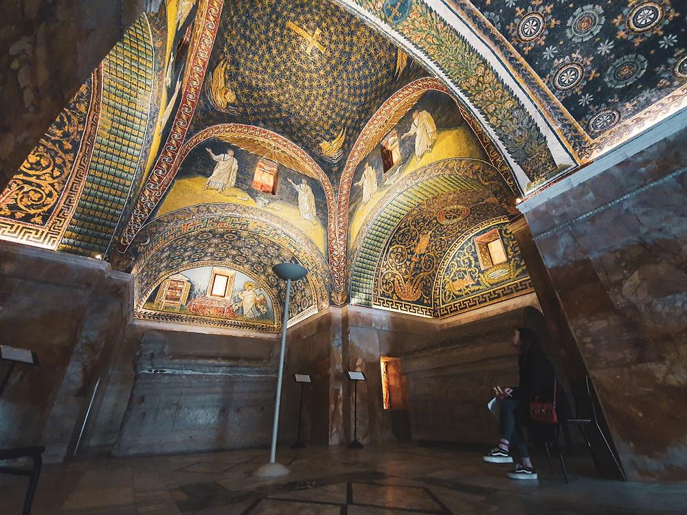 Vista della cupola interna del Mausoleo di Galla Placidia, patrimonio dell'umanità. Ravenna.