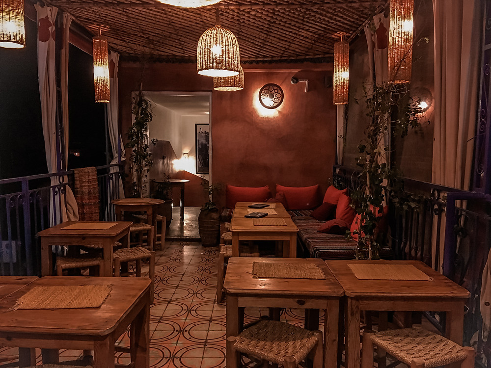 Fotografia di un ristorante in piazza Jemaa el Fna a Marrakech, Marocco.