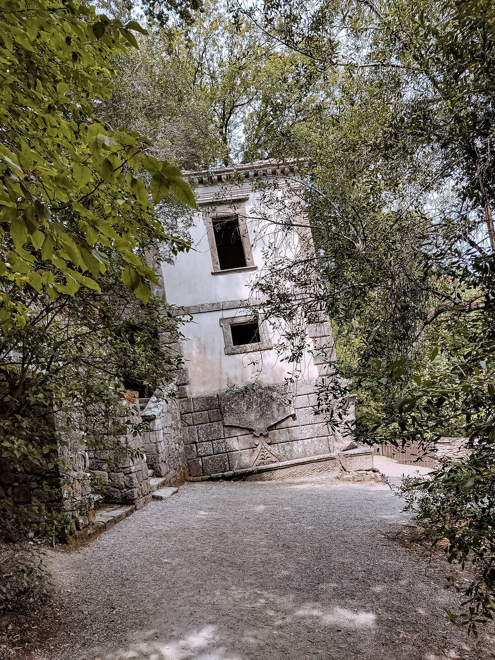 La Casa Pendente all'interno del Parco Dei Mostri di Bomarzo, Viterbo.