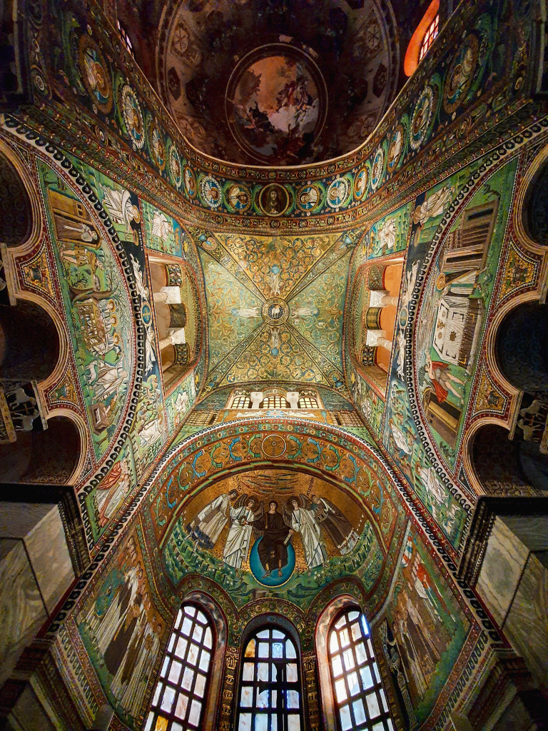 Interno della Basilica di San Vitale, patrimonio dell'umanità.  Ravenna.