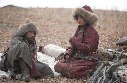 Temujin e Borte una volta ritrovati. Scena del film Mongol