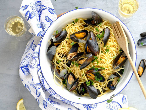 Spaghetti met mosselen en salade