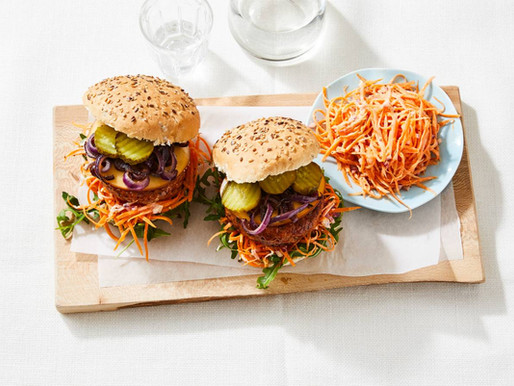 Broodje kipburger met snelle salade