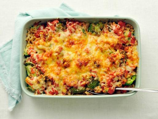 Macaroni-broccolischotel uit de oven