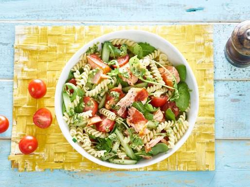 Zomerse pastasalade met zalm