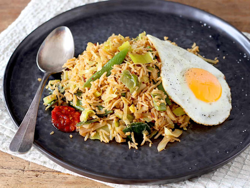 Nasi met witte kool en gebakken ei