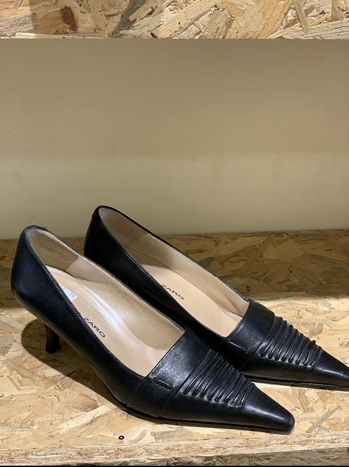 נעלי עקב נמוכות