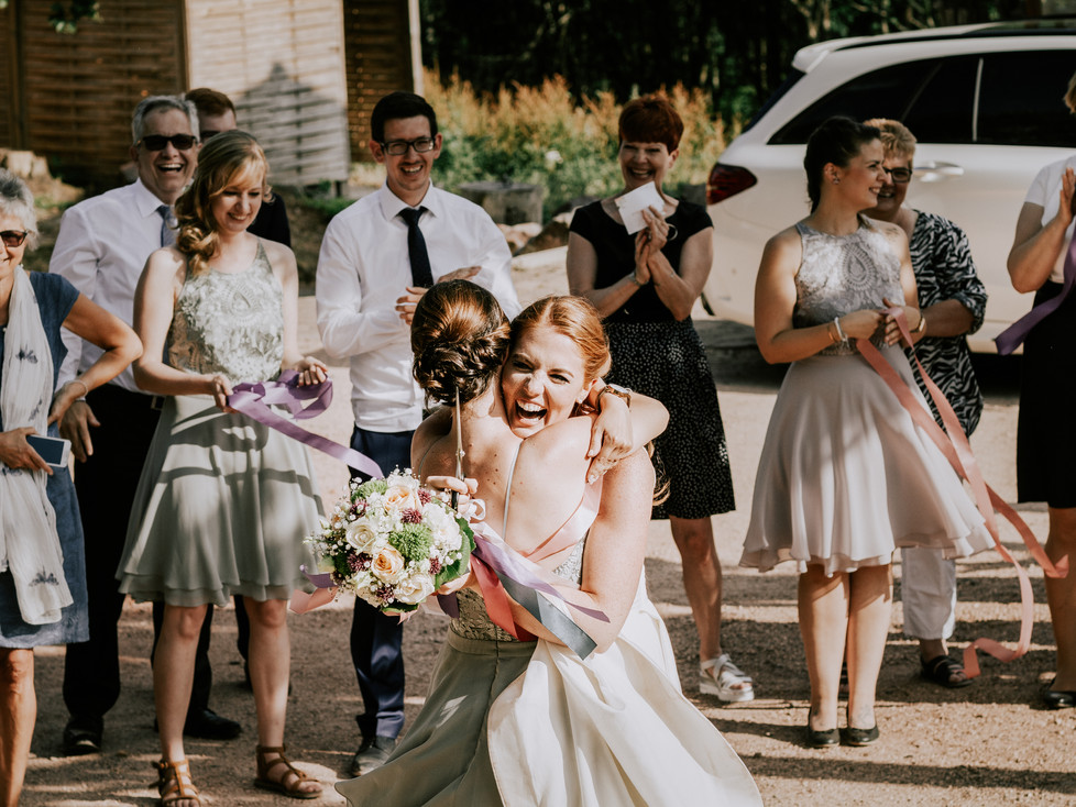 Der Brautstrausswurf und die Siegerin