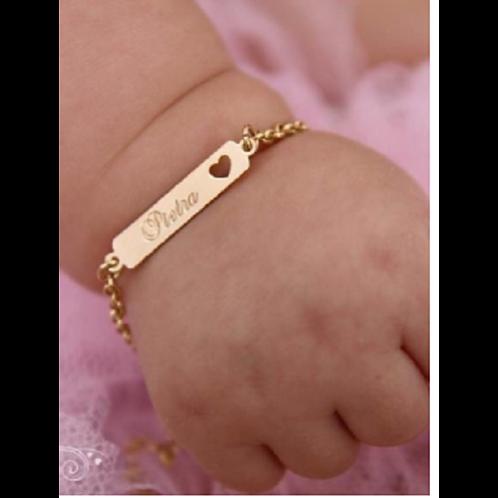 Pulseira Baby Folheada Personalizada de Nome com Detalhe em Coração Vazado