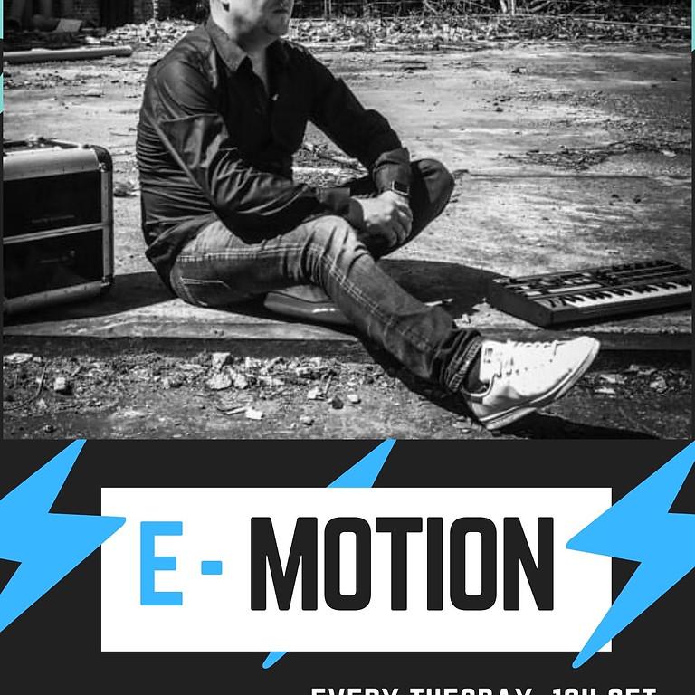 E-Motion Warm Fm /104,2FM / www.warm.fm