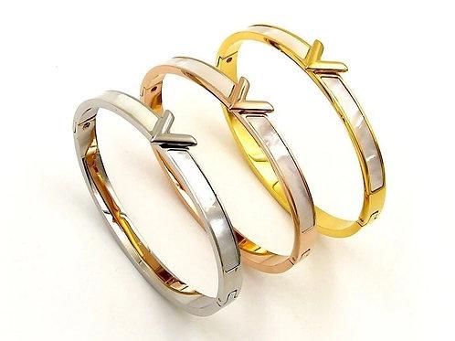 V Bracelet in stainless steel - silver, gold or rose gold.
