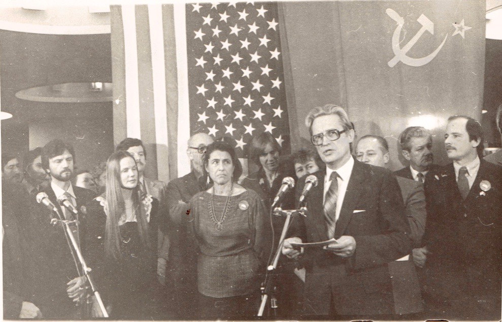 Presser-USSR-US-Flags.jpg