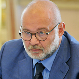 Dr. Alexander Pesov