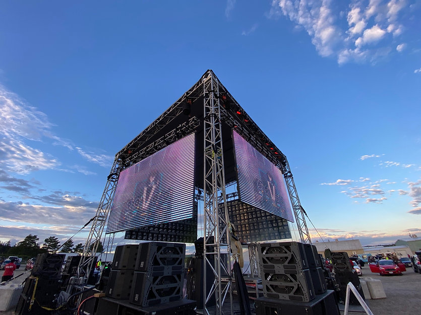 360 degree stage