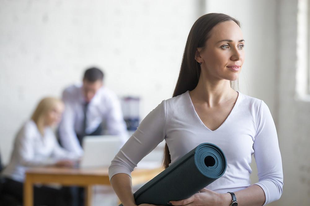 Yoga am Arbeitsplatz fördert die Zufriedenheit der Mitarbeitenden