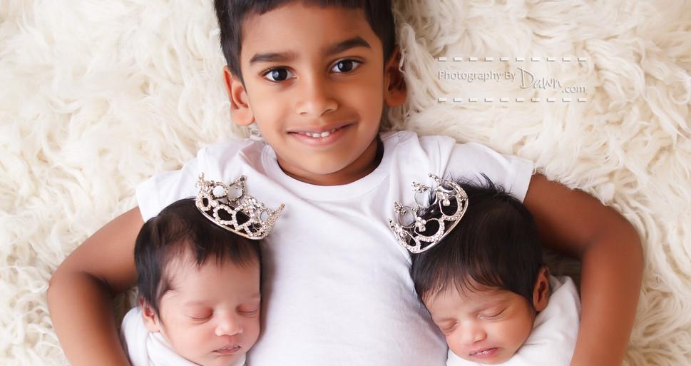Toronto newborn twin photography, photo of multiples