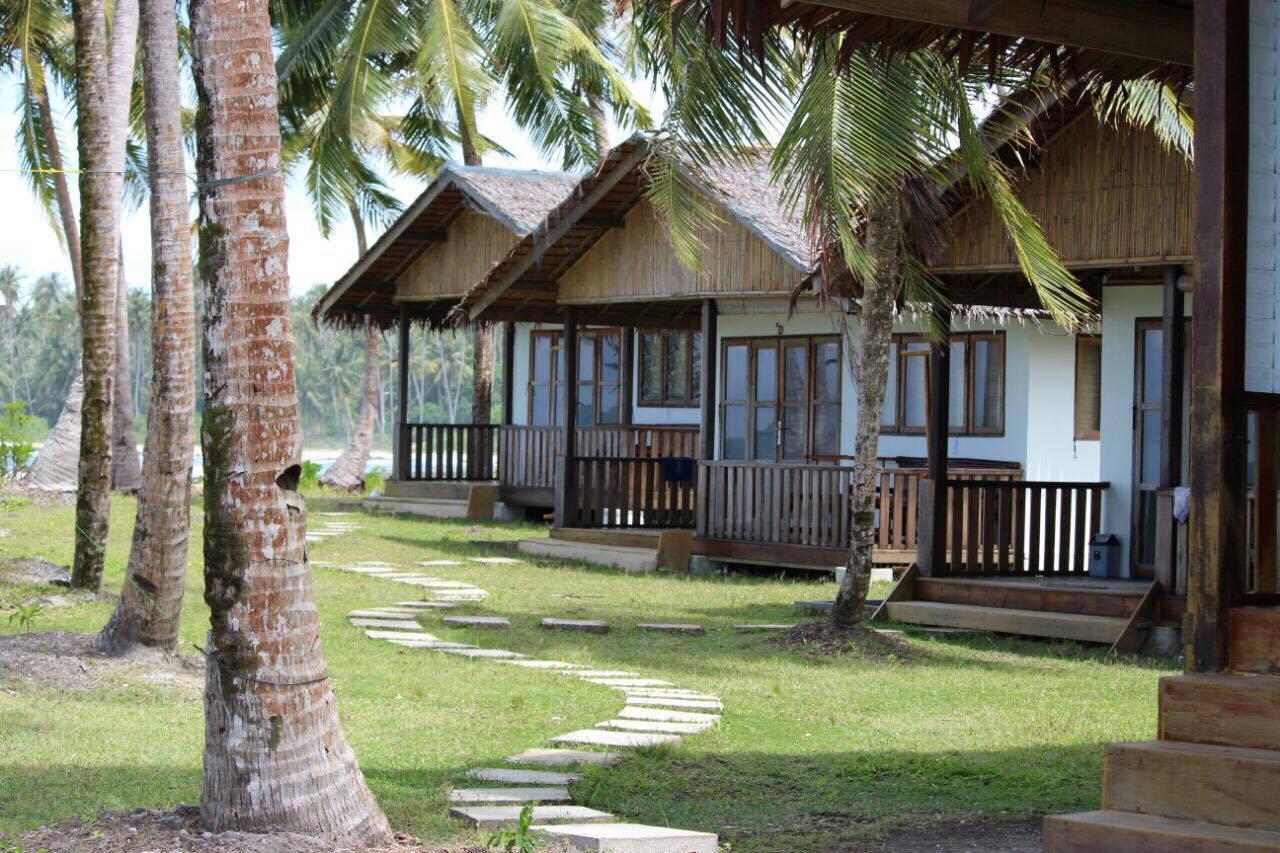 Salt Simeuleu Surf Resort