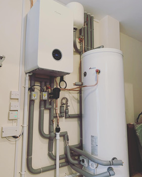 Worcester_hot_water_cylinder_and_boiler