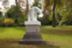White polar bear sculpture, ours blanc - Parc Montsouris, Anne Juliette Deschamps. Photo Michel Borel