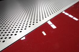 Perfore ve lake boyalı akustik paneller