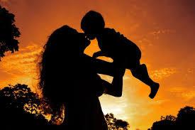 Ser mãe: como gerir a maior carreira da vida de uma mulher