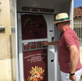 Baguette and pastry vending machine