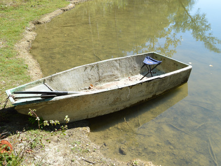 Rebuilding an old rowing boat - Summers Days