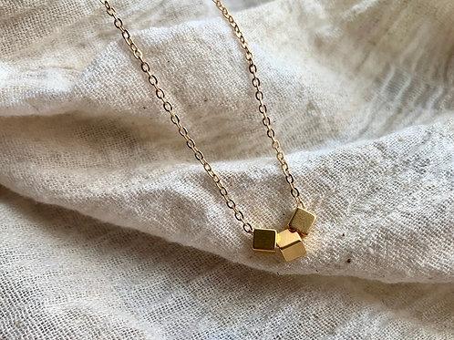 Gouden ketting met kubussen