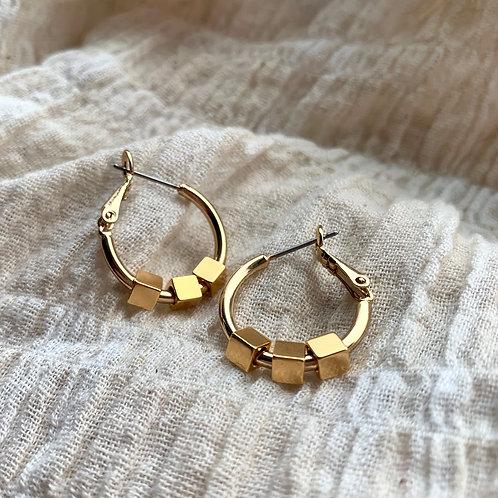 Gouden ringen met 3 kubussen