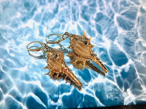 Gouden oorbellen met schelpen