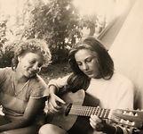 AngelikaGroh Gitarre.jpeg