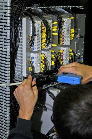 Câblage armoires électriques | COMATEL